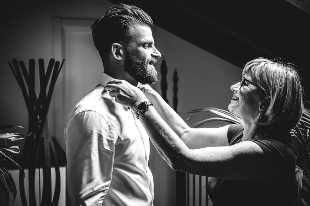 Foto di matrimonio in Friuli - preparativi sposo - wedding photographer